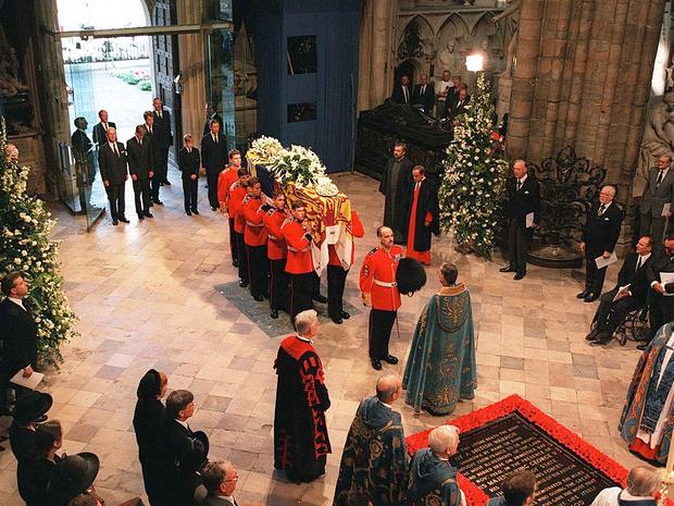 Фото №2 - 5 важных традиций Виндзоров, связанных с похоронами членов королевской семьи