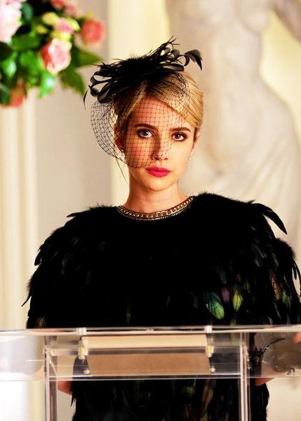 Фото №4 - «Королевы крика»: лучшие бьюти-образы Эммы Робертс из сериала