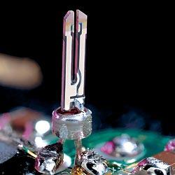 Фото №1 - Почему электронные часы называют кварцевыми?