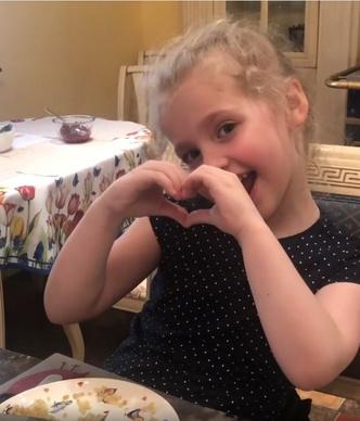 Фото №2 - 7-летняя дочь Пугачевой спародировала Бузову: видео