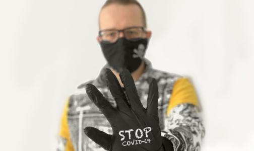 Фото №1 - Инфекционист: COVID-диссиденты не верят в вирус, но скоро он затронет каждую семью