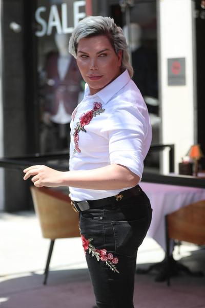 Фото №1 - Живому Кену сделают женское лицо за 2 млн рублей