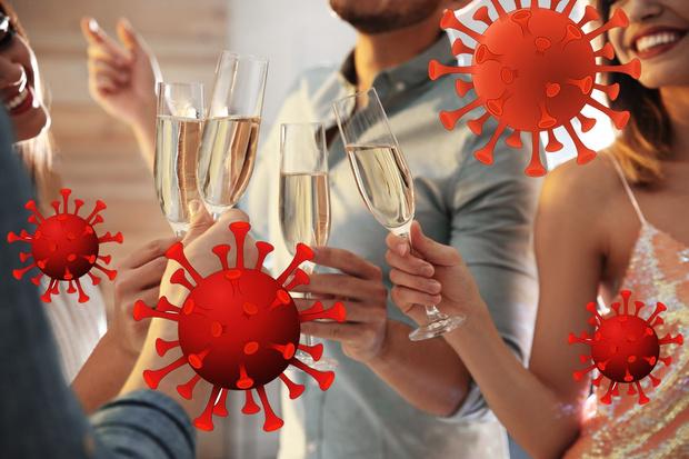 Фото №1 - В США стали популярны вечеринки, на которых можно заразиться коронавирусом