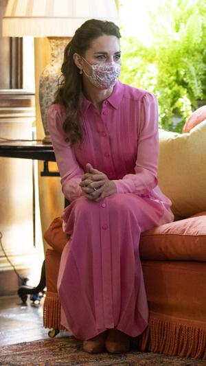 Фото №20 - Клетка, джинсы и костюмы: все наряды герцогини Кейт в туре по Шотландии