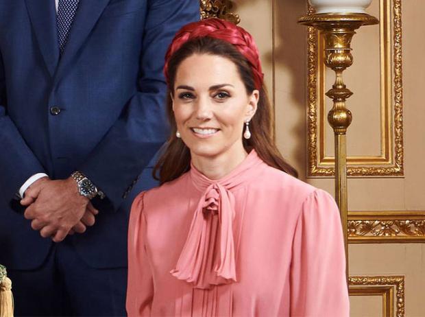 Фото №12 - Как королевские модницы носят широкие ободки (и где искать похожие)
