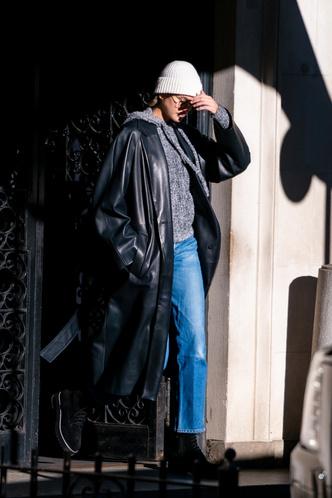 Фото №8 - Кожаные тренчи: как носить самые модные пальто сезона