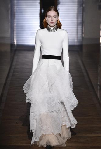 Фото №21 - 35 идей свадебных платьев с подиумов Недели высокой моды в Париже