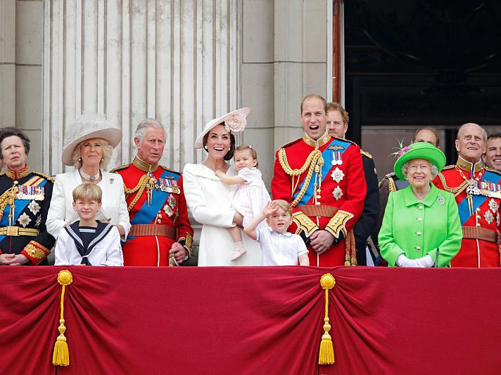 Фото №1 - Так хочет Англия: кого британцы на самом деле видят королем (и кому это очень не нравится)