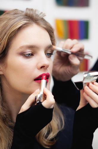 Фото №6 - Как повторить праздничный макияж Натальи Водяновой от Guerlain