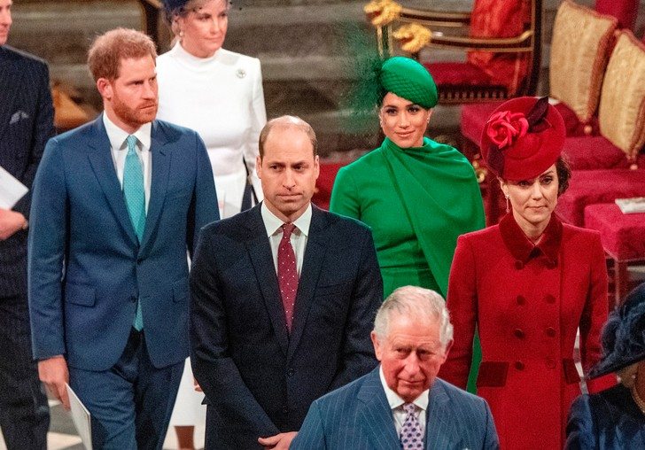 Фото №4 - Культ Короны: может ли британская королевская семья на самом деле быть сектой?