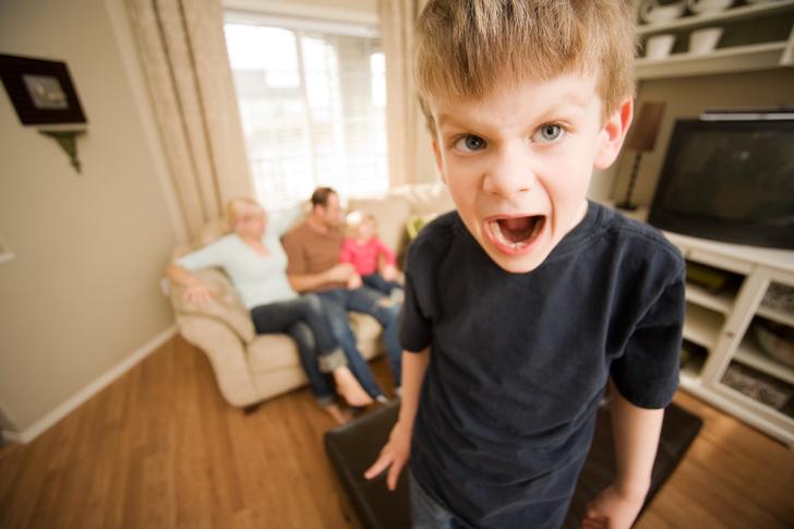 Фото №1 - Как отучить ребенка кусать маму и драться: советы психолога