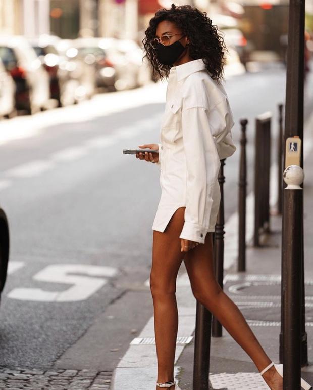 Фото №2 - Синди Бруна носит облегающее платье-рубашку, и это выглядит безумно сексуально