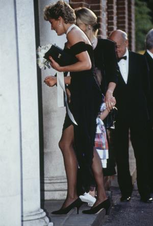 Фото №5 - Самый знаменитый наряд Дианы: подлинная история «платья мести»