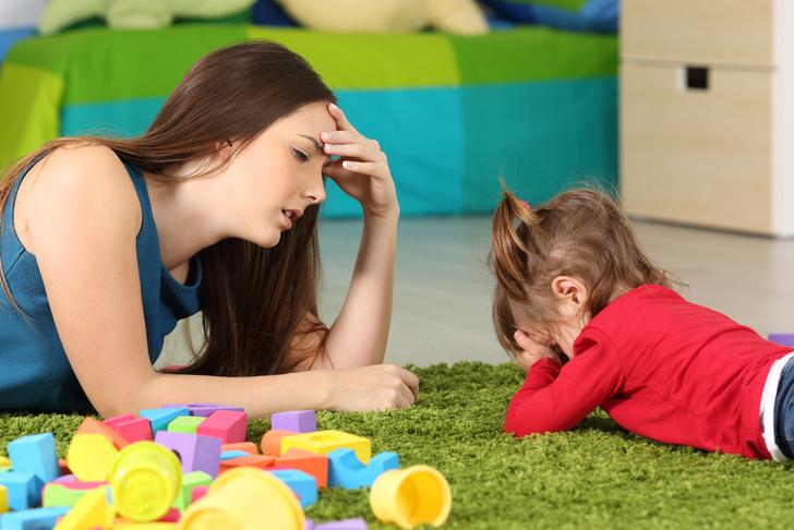Фото №3 - Не дает чистить зубы и разбрасывает еду: что делать с детскими капризами