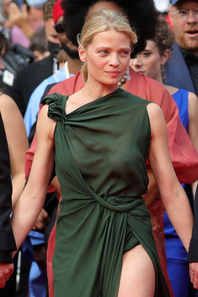 Фото №5 - Смотри в глаза: французская актриса Мелани Тьерри в «голом» платье Dior