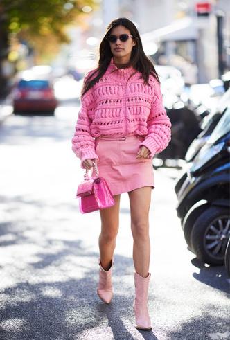Фото №6 - Четыре самых модных способа носить розовый цвет повседневно
