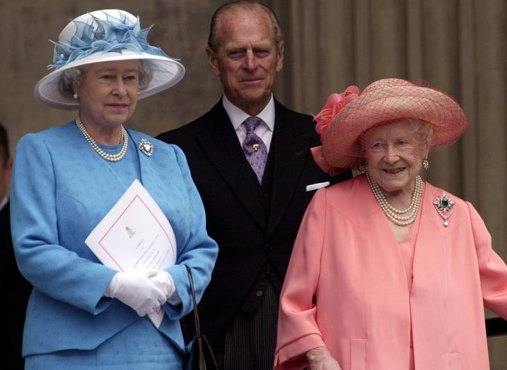 Елизавета II, принц Филипп и королева-мать Елизавета
