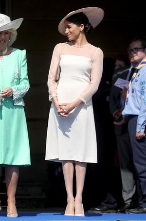 Фото №2 - Герцогиня Меган тратит на наряды больше герцогини Кейт