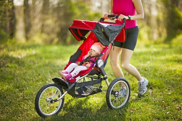 Фото №1 - Пешком полезнее: 5 способов приучить малыша гулять без коляски