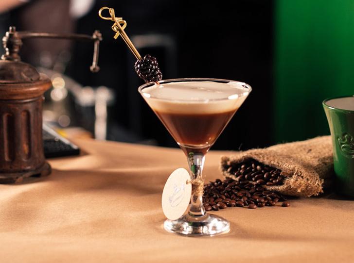 Фото №10 - 5 нескучных кофейных напитков для длинной рабочей недели