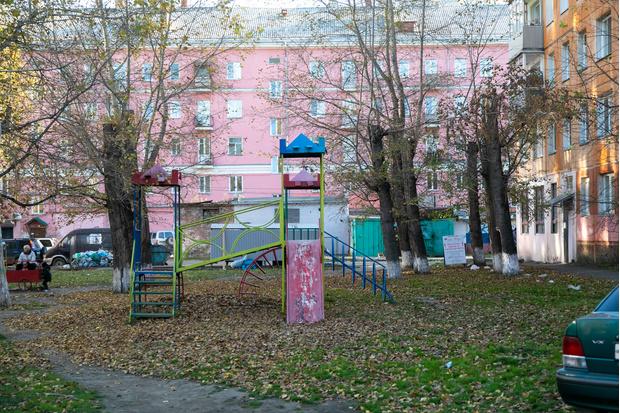 Ближайшая детская площадка от дома Ольги выглядит вот так. Находится в соседнем дворе.