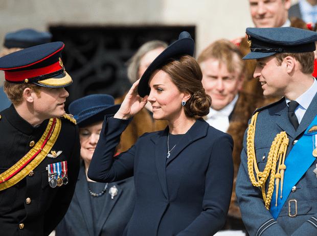 Фото №2 - Не просто жена брата: принц Гарри и его особые отношения с герцогиней Кейт