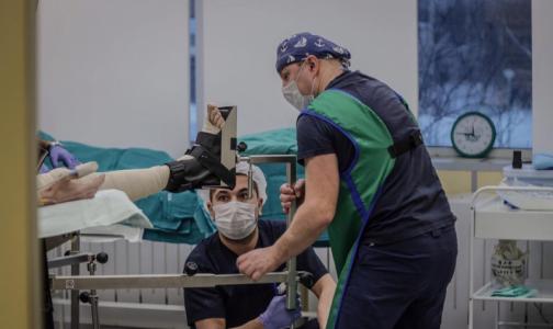 Фото №1 - Есть ли жизнь после селфи: в петербургской больнице спасли девушку, упавшую с высоты 15 метров