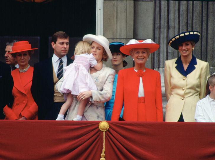 Фото №18 - От Дианы до Кейт Миддлтон: самые яркие «балконные» кадры Trooping The Colour