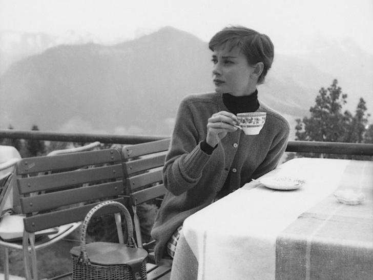 Фото №2 - «Ангел с печальными глазами»: как Одри Хепберн меняла мир к лучшему