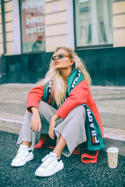 Фото №1 - Солнце внутри: Блогер Александра Буримова про стиль, счастье и поколение