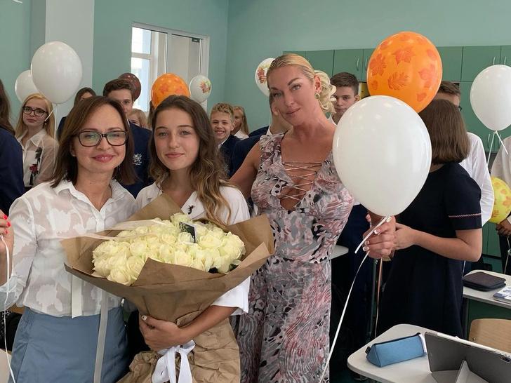 дочка Анастасии Волочковой в школе