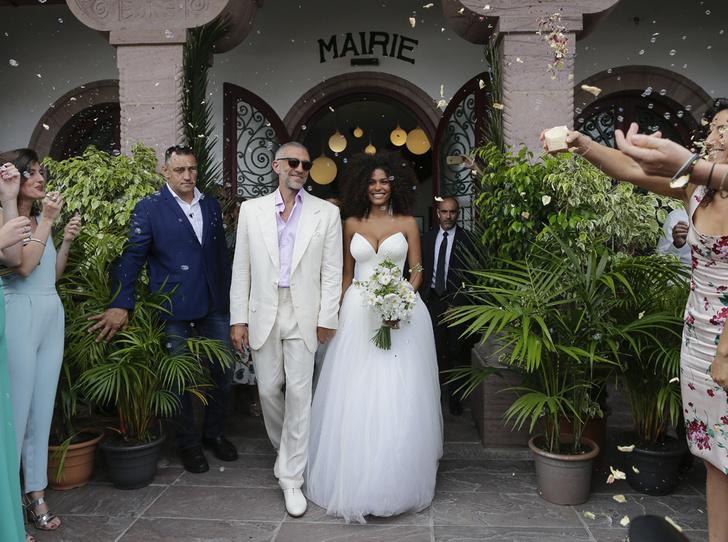Фото №3 - Свершилось: Венсан Кассель и Тина Кунаки сыграли свадьбу