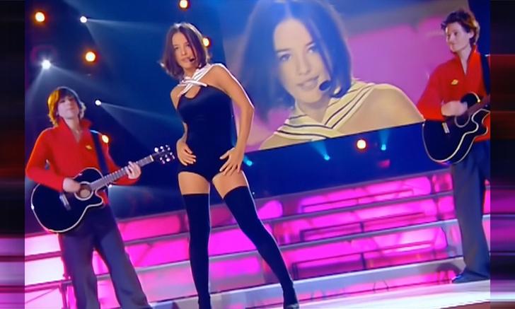 Фото №1 - История одной песни: молодая француженка Alizée поет «J'en ai marre!»