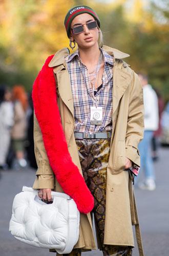 Фото №4 - Как носить бежевый тренч: 8 стильных и нескучных способов
