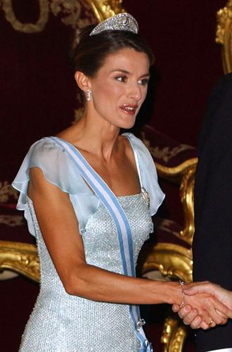 Фото №18 - Королевская метаморфоза: как изменилась Летиция Ортис за 17 лет рядом с Филиппом VI