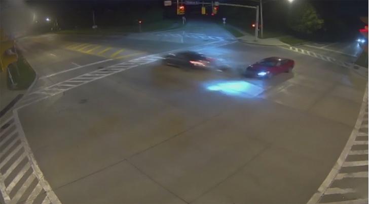 Фото №1 - Водительница на скорости 195 км/ч сказала: «Пускай рулит Бог»— и отпустила руль (видео)