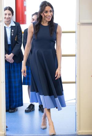 Фото №18 - Королевский тренд: платья в стиле color-blocking от первых британских модниц
