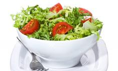Салат с колбасой и помидорами на скорую руку