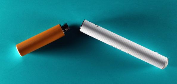 Фото №1 - Ученые развенчали миф о безвредности электронных сигарет