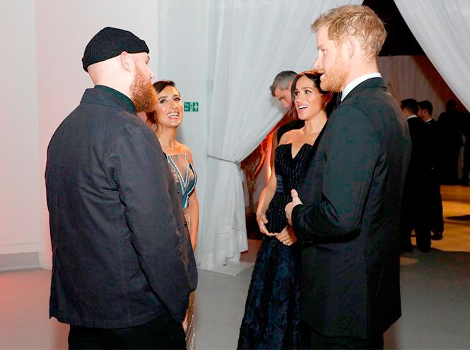 Фото №2 - Почему Кейт носит старые наряды, а Меган покупает новые