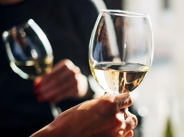 Фото №1 - Правила Нигмы Талиб: как избежать эффекта «wine face»