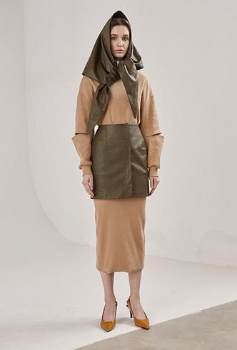 Фото №5 - Как носить баски и широкие пояса (и где искать самые модные)