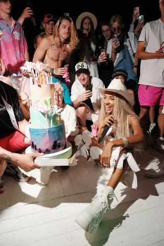 Фото №14 - Soda Luv, Эльдар Джарахов, Марьяна Ро, Катя Адушкина и Гусейн Гасанов и на дне рождения Мари Сенн