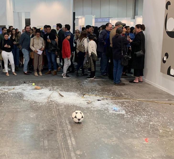 Фото №3 - В Мексике арт-критик хотела показать никчемность экспоната за 20 тысяч долларов и случайно разбила его (фото)