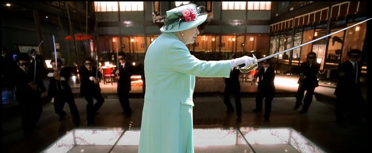 Фото №10 - Лучшие фотожабы на посвящение Елизаветой II в рыцари 100-летнего ветерана