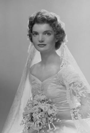 Фото №4 - Семейная реликвия: неизвестная история фаты Жаклин Кеннеди
