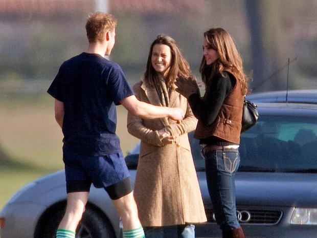 Фото №2 - Вторая семья: самые трогательные фото Уильяма с семьей Кейт