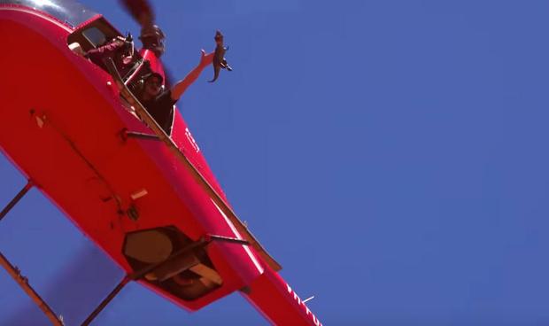 Фото №2 - Samsung S10, iPhone 11 и Nokia 3210 сбросили с вертолета (видео)