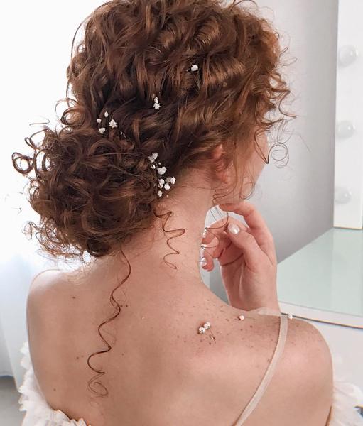 Фото №3 - Свадебные тренды-2020: 57 идей стильных причесок и укладок
