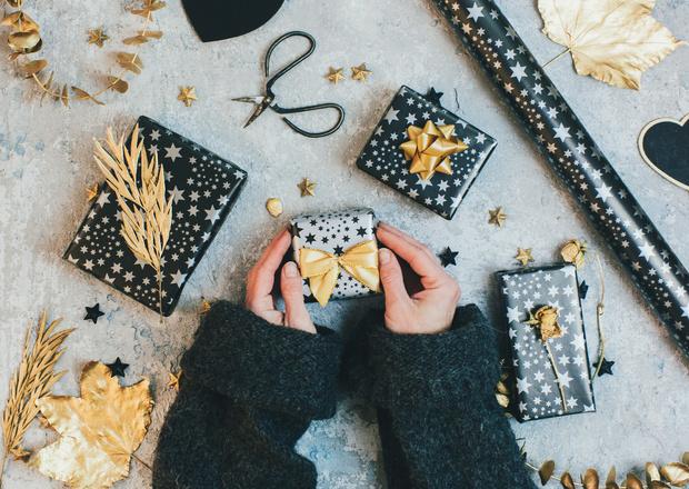 Фото №1 - Бьюти-подарки до 1500 рублей, которые всем понравятся